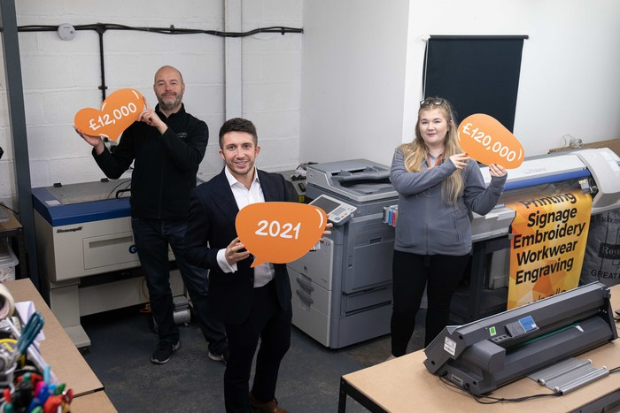 THE TEAM AT LEADING PRINTING & MERCHANDISE COMPANY LAUNCH COMMUNITY FUND FOR 2021.