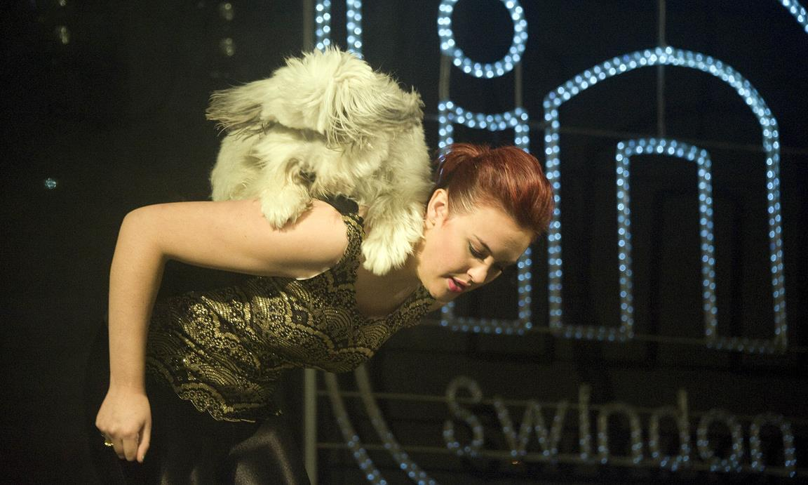 Snapped: Ashleigh & Pudsey Illuminate Swindon Town Centre