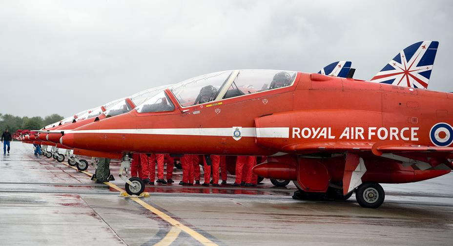 Snapped: RAF Red Arrows Fly into Town